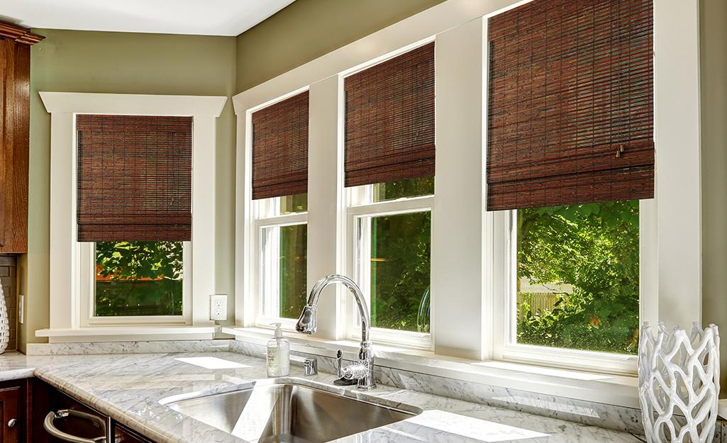 Phương pháp điều trị cửa sổ mới trong nhà bếp.