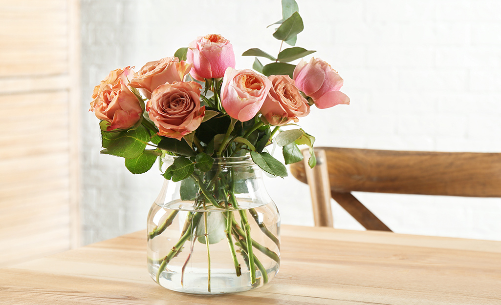 A vase of pink roses.