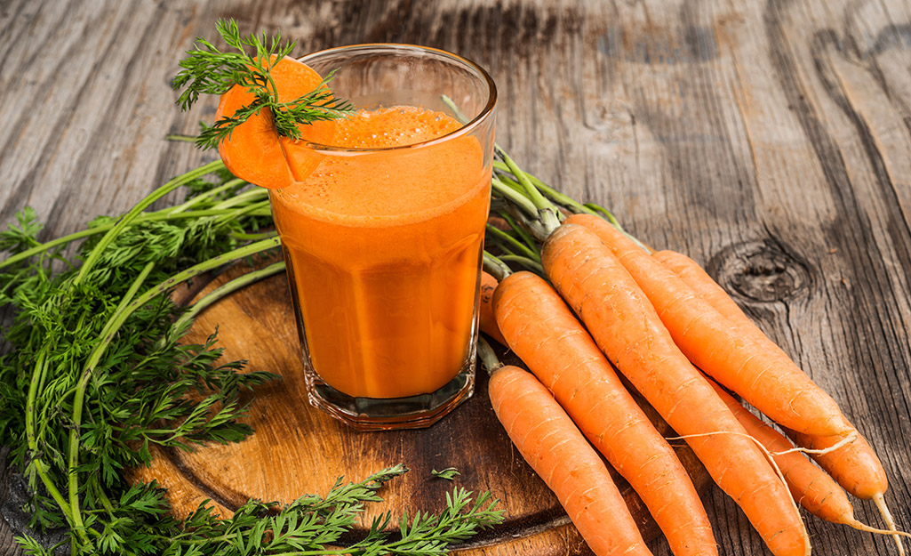 Carrots and a glass of carrot juice