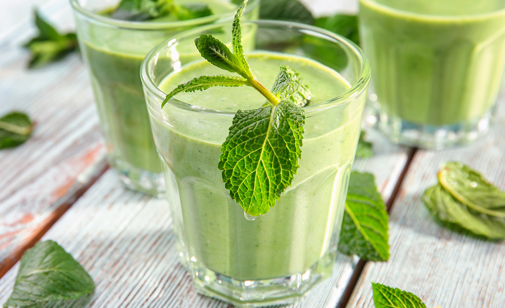 Mint leaves in a smoothie glass
