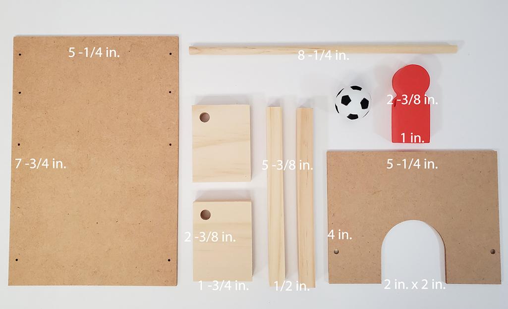 Các mảnh trò chơi bóng đá được đánh dấu bằng các phép đo.
