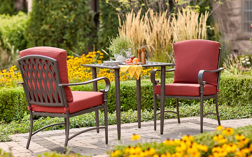 a backyard patio featuring a 3-piece bistro set