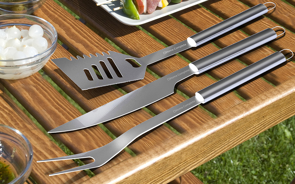 A 3-piece grilling tools set sits on a table.