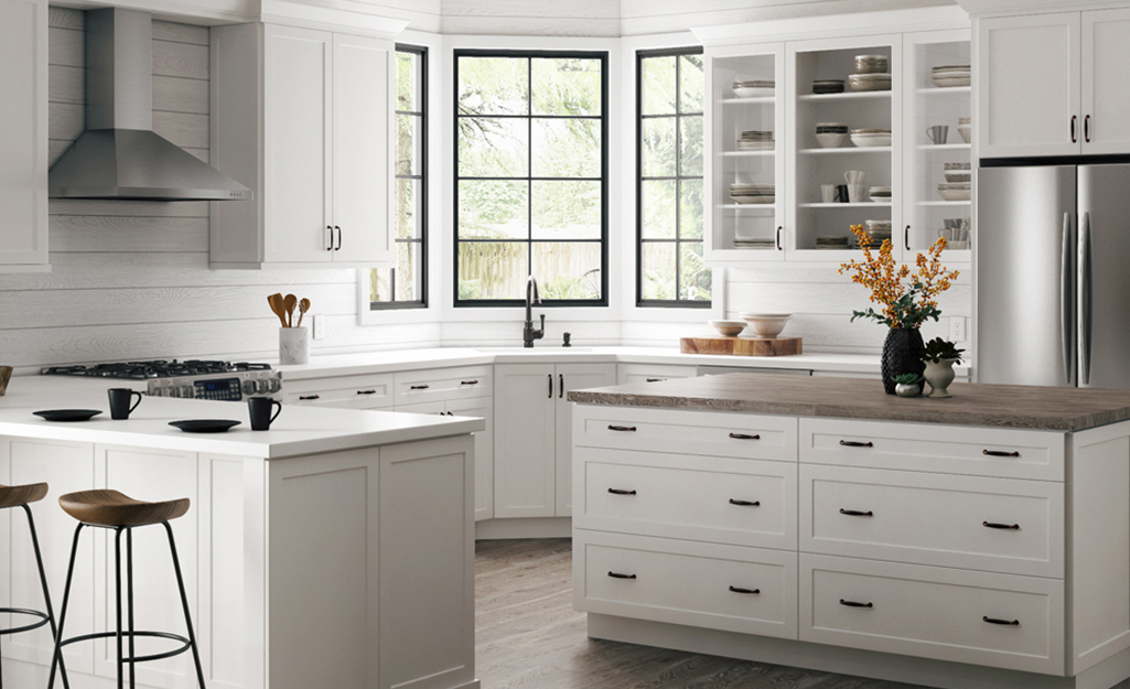 A kitchen with white frameless cabinets.
