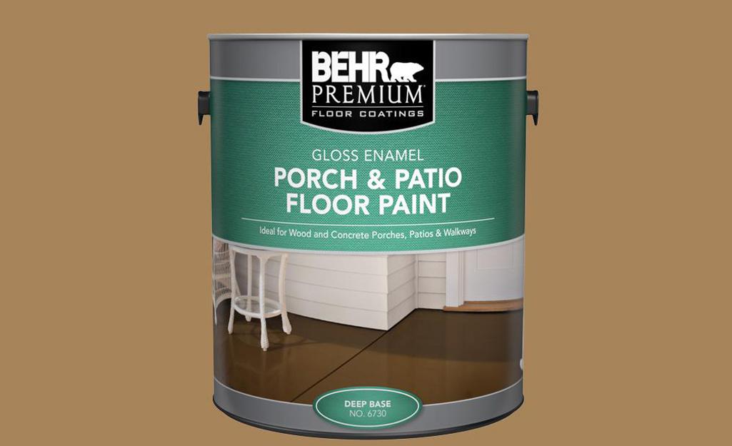 Một thùng sơn bê tông sàn hiên và hiên.