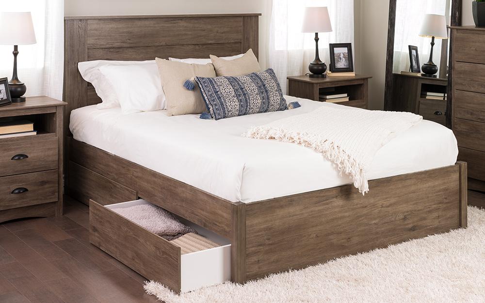 một giường nền với ngăn kéo lưu trữ dưới đế của nó.