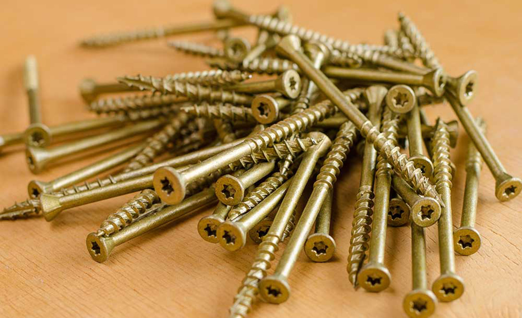 A pile of coarse drywall screws.