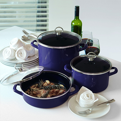 Two holdings pots, a bottle on wine also two glasses also a skillet on nourishment supported by a tabletop.