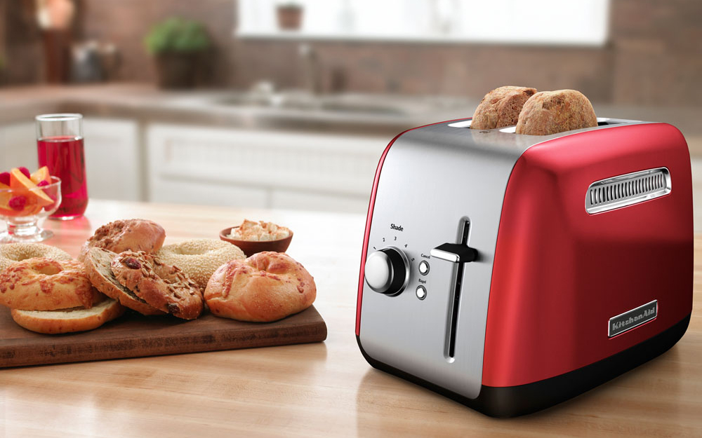 2 slice plastic toaster with bread