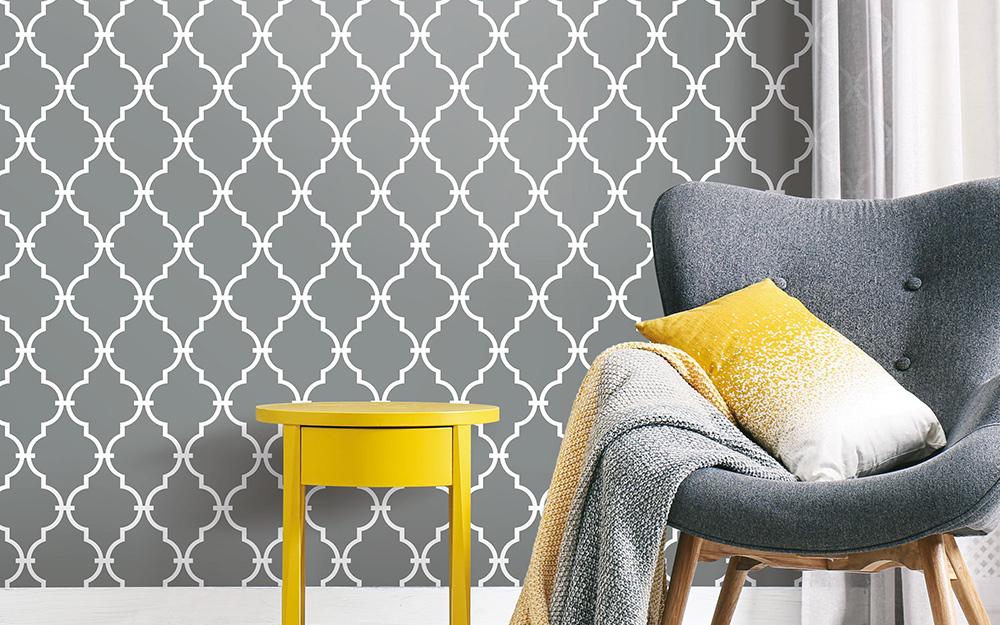 giấy dán tường có hoa văn màu xám và vỏ bọc trang trí căn hộ