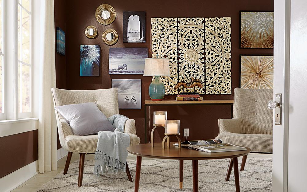 nghệ thuật trang trí công phu trên tường trong phòng khách