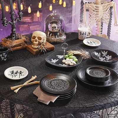 A table decor decorated for halloween.