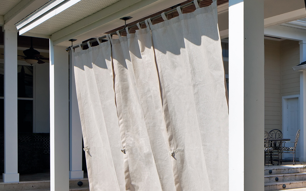 Choosing And Hanging Outdoor Curtains