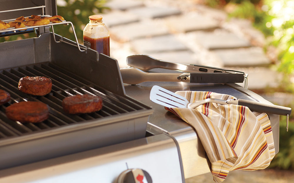 Grilling spatula, tongs and other accessories. - Choosing the Best Grill for You