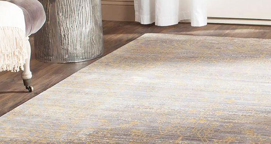 Một tấm thảm tổng hợp bao quanh bởi chỗ ngồi