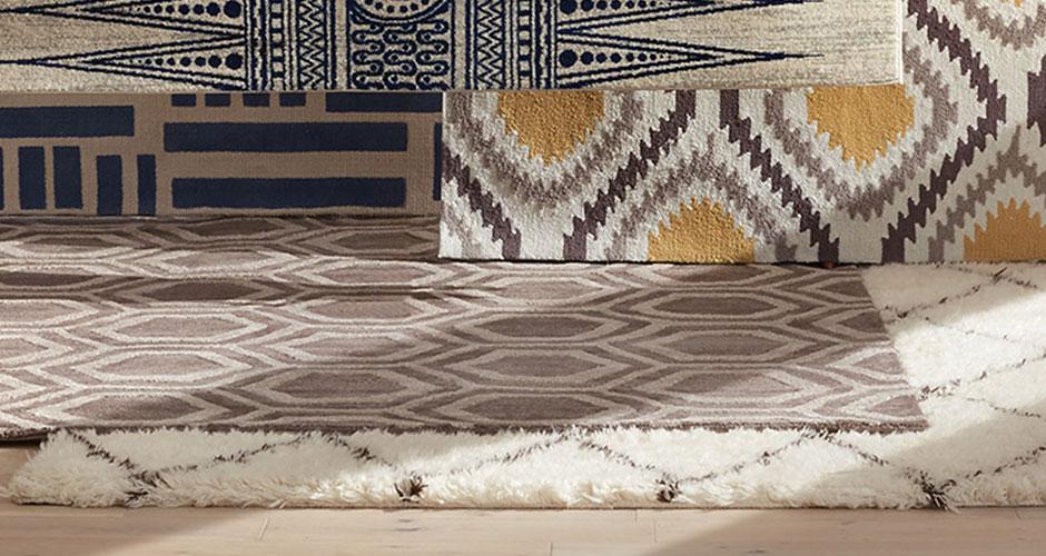 Nhiều tấm thảm có kiểu dáng khác nhau được hiển thị trên đầu trang của nhau