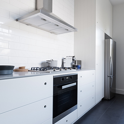a range hood above a stove in a kitchen