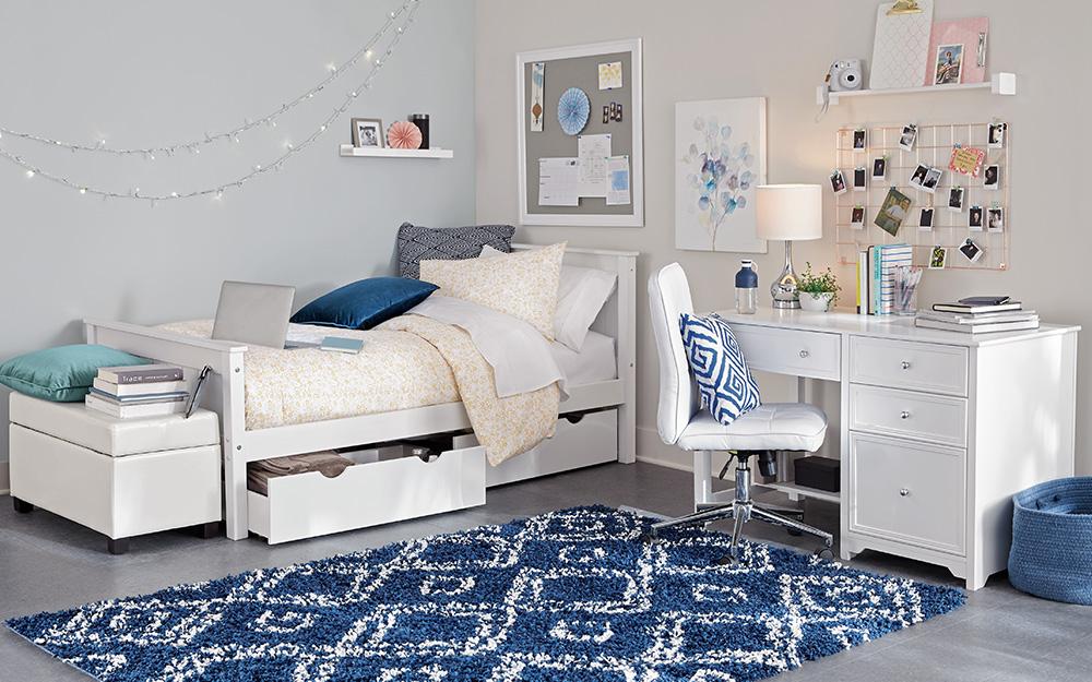 Một phòng ngủ và phòng làm việc tại nhà chia sẻ không gian trong một căn hộ.