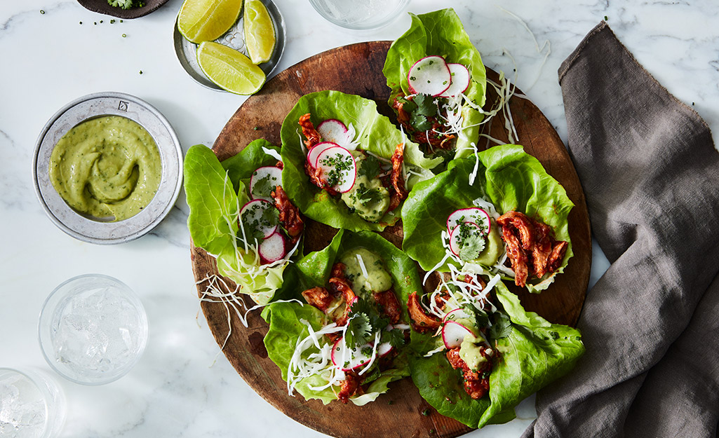 Lettuce wraps with chicken on a round tray