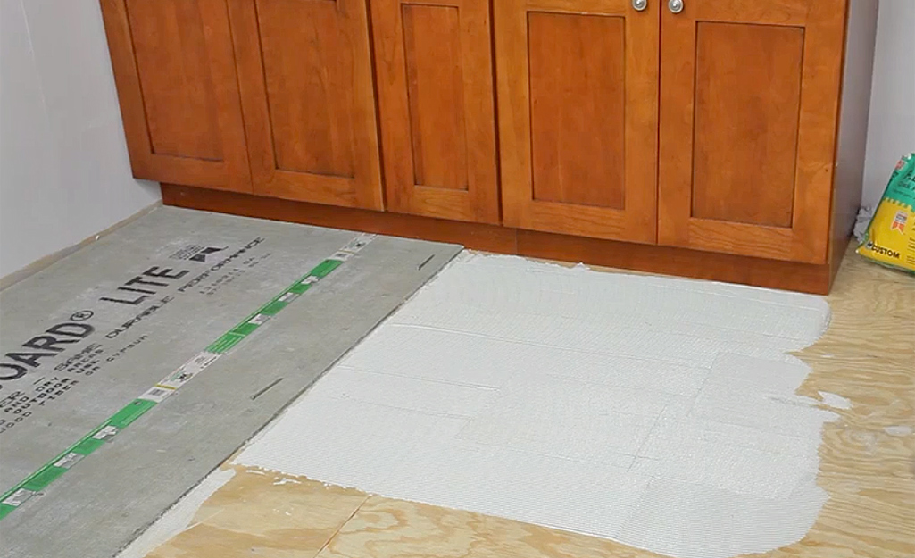 Mortar spread out on a floor before cement backerboard is installed.