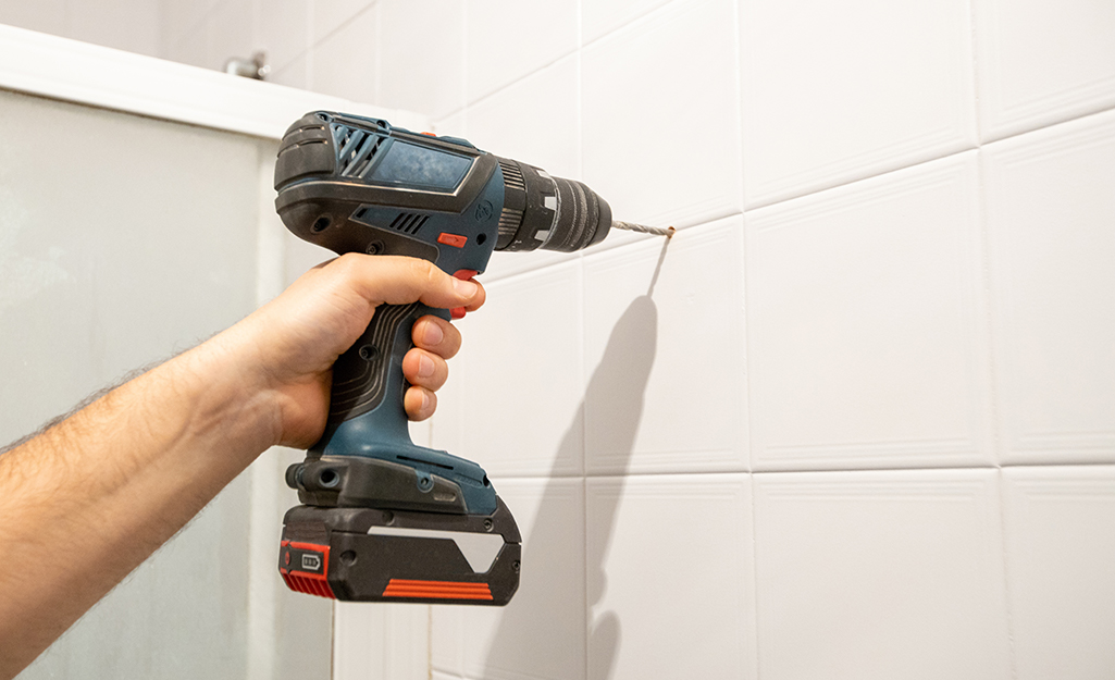 Drilling a hole in tile