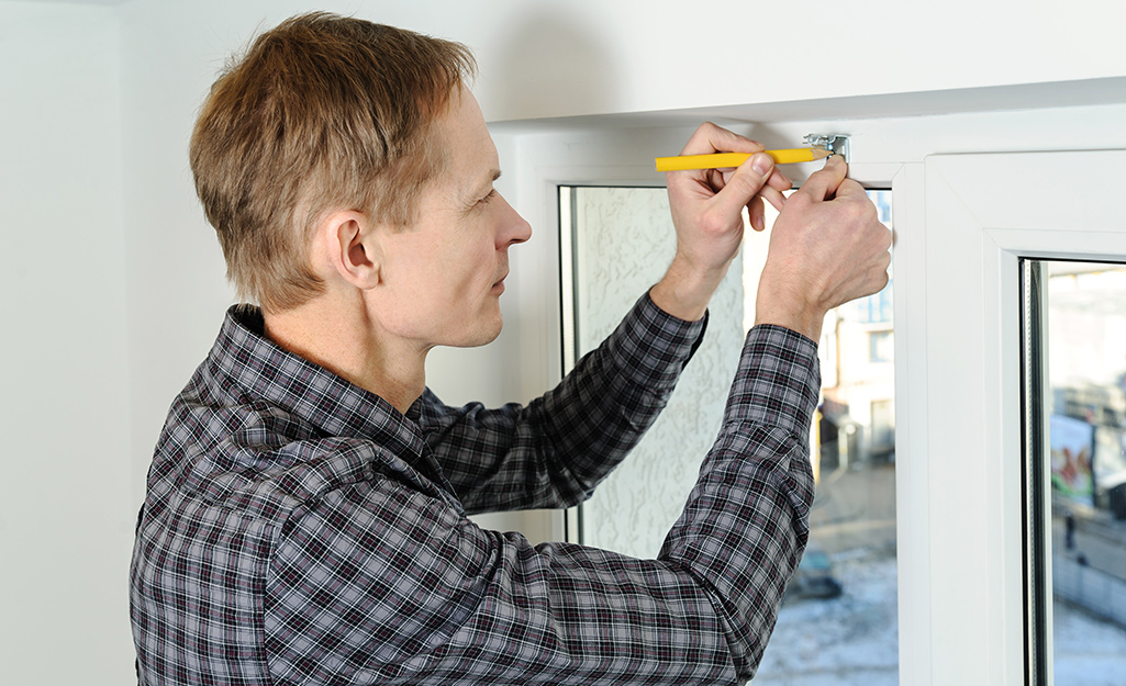 Install the head rail - How Install Horizontal Blinds