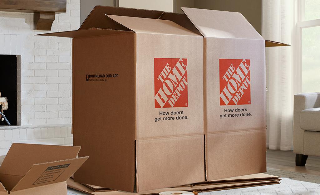 Hai hộp lớn cạnh nhau được hỗ trợ bởi các nắp mở phía dưới.