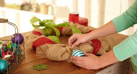 Decorate burlap - Make Burlap Wreath