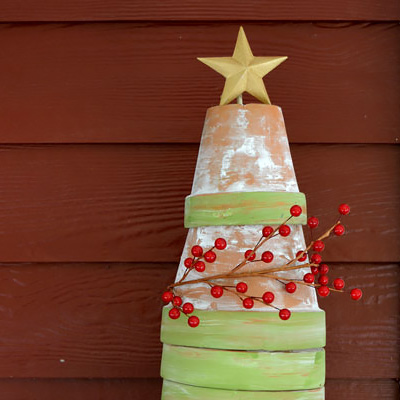How to Make a Rustic Terra Cotta Christmas Tree