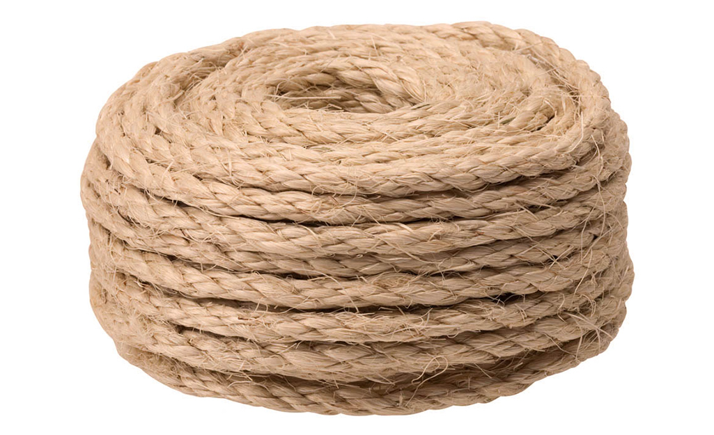 Một cuộn dây được sử dụng để làm xích đu trên cây.