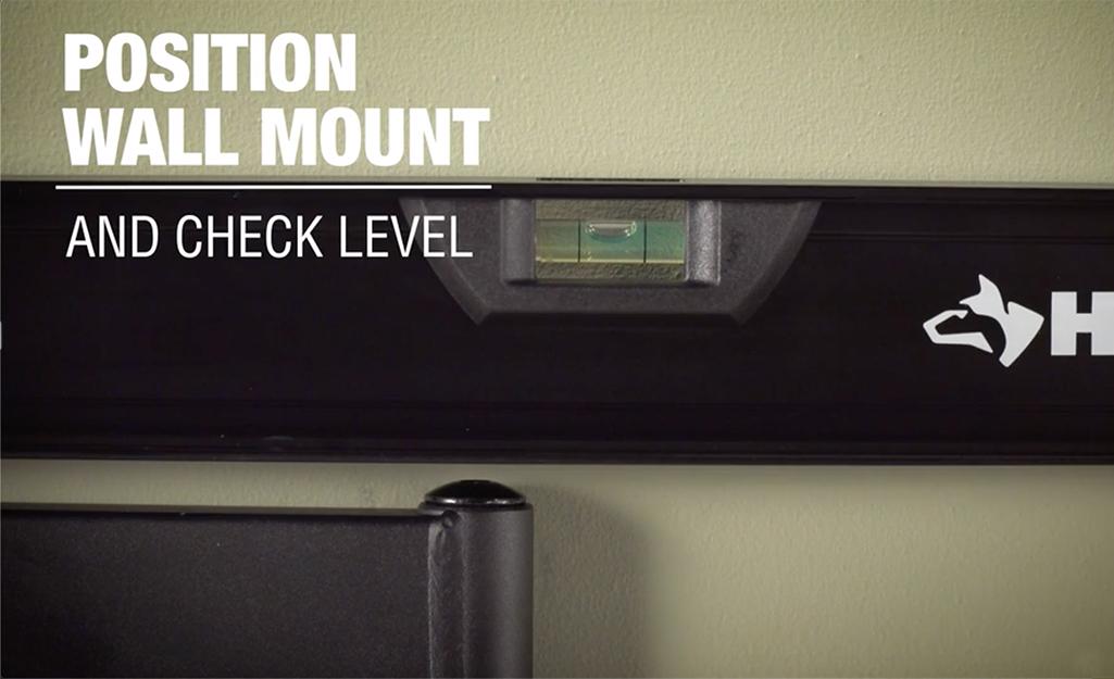Một mức được sử dụng để đánh dấu vị trí cho giá treo tường.