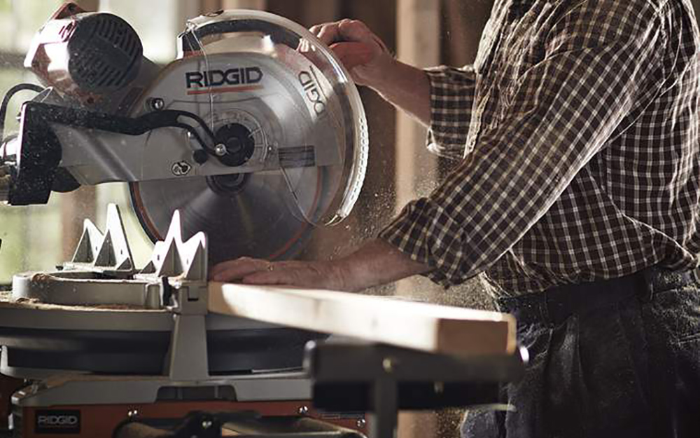 Making cuts - Operating Power Mitre Saws
