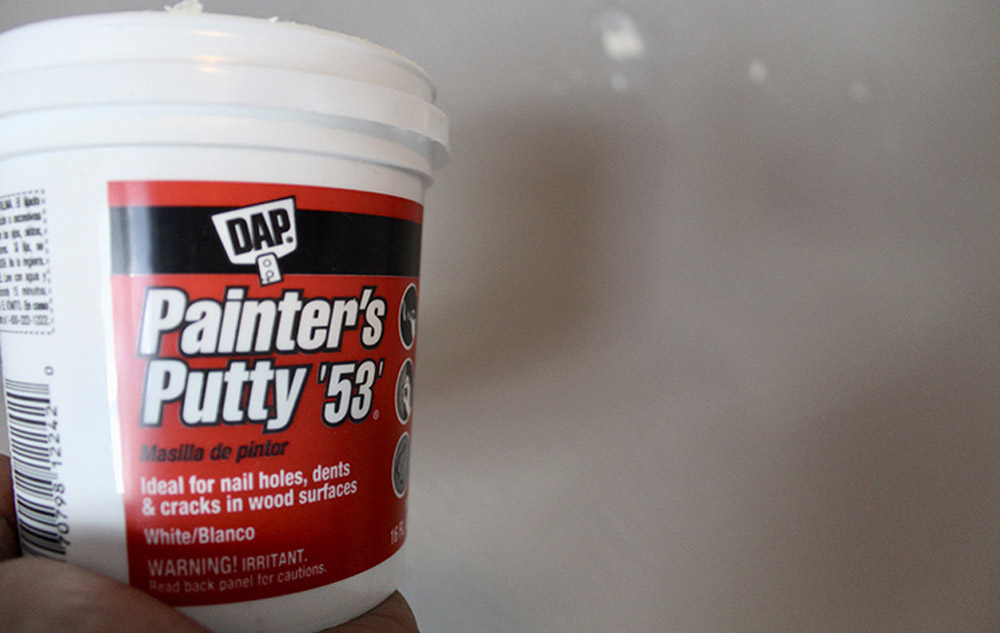 A tub of DAP painter's putty '53'.