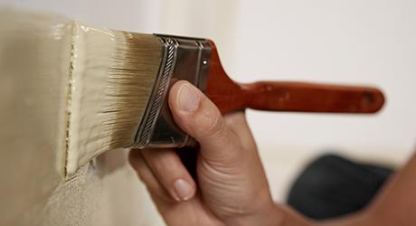 Lăn hoặc cọ, bắt đầu tường trên cùng - Paint House Exterior