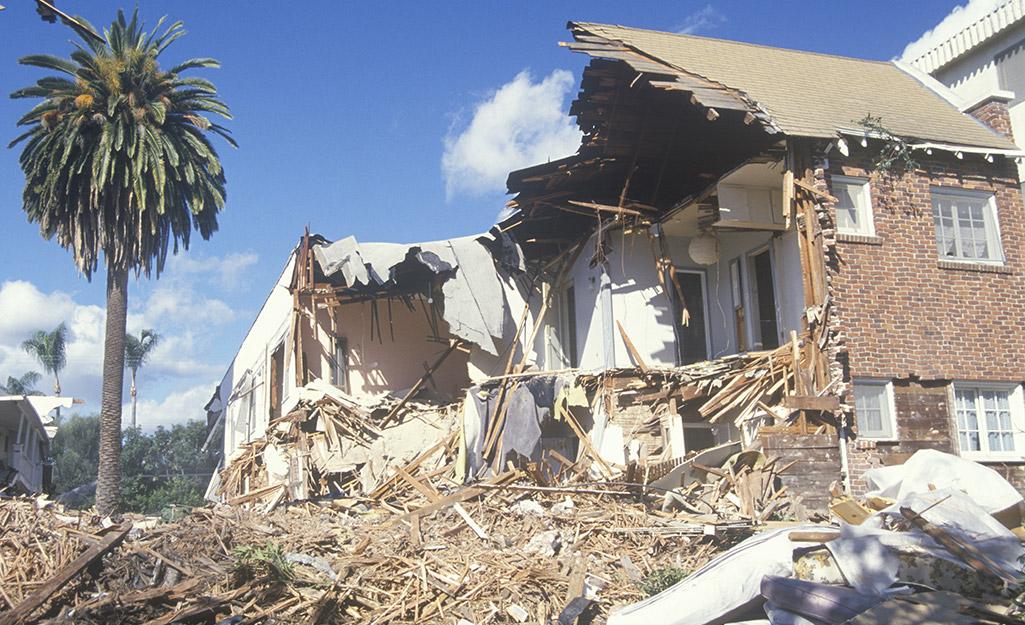 A building damaged by an earthquake.