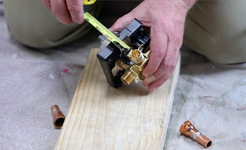 A person measuring the dimensions on a stringer.