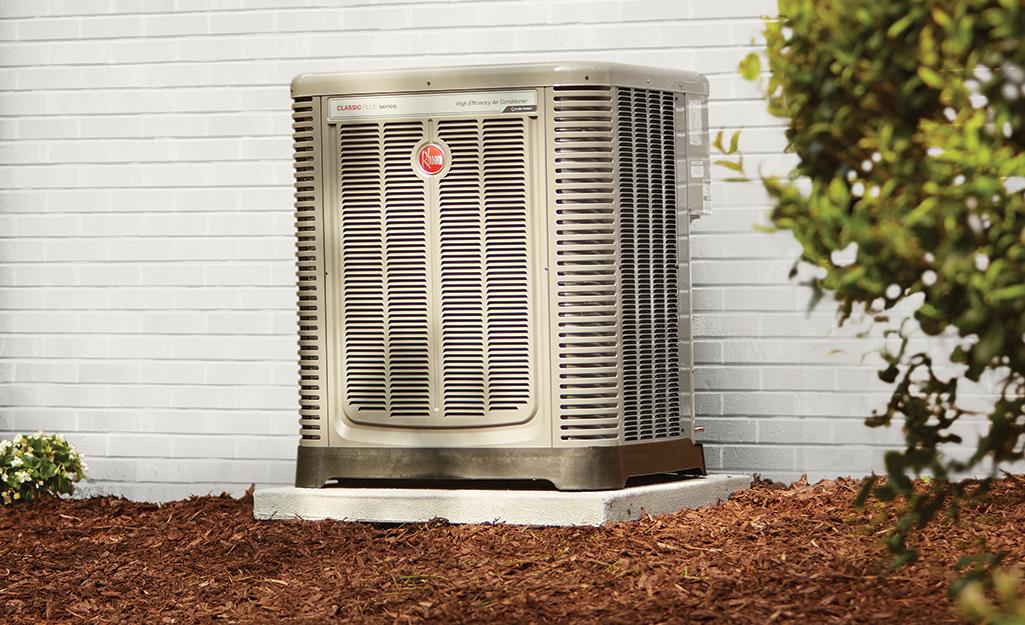 Một đơn vị điều hòa không khí bên ngoài một ngôi nhà.