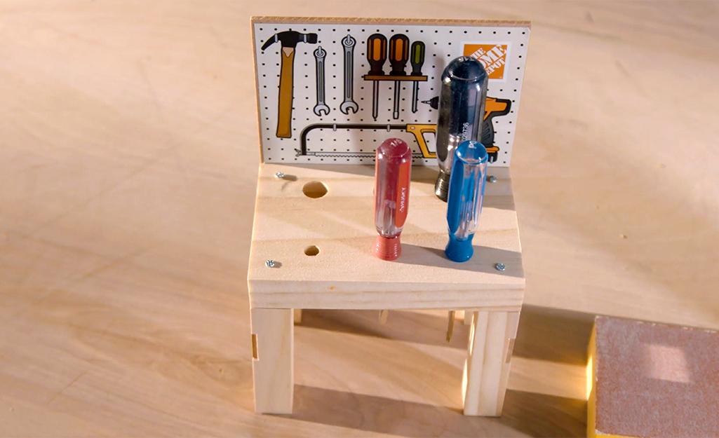 Một băng ghế công cụ trẻ em đã hoàn thành.