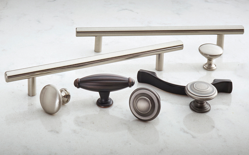 Various styles of kitchen handles, knobs, pulls and other hardware.