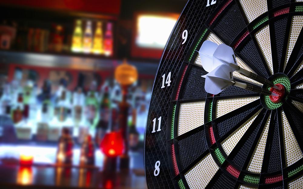 Bảng phi tiêu là một tính năng của chủ đề quán bar thể thao.