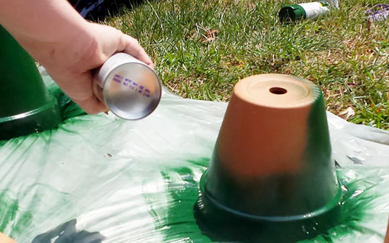 Spray Paint Terra Cotta Pots
