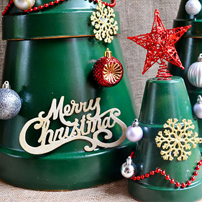 Stack Terra Cotta Pots for a Stylish DIY Christmas Tree
