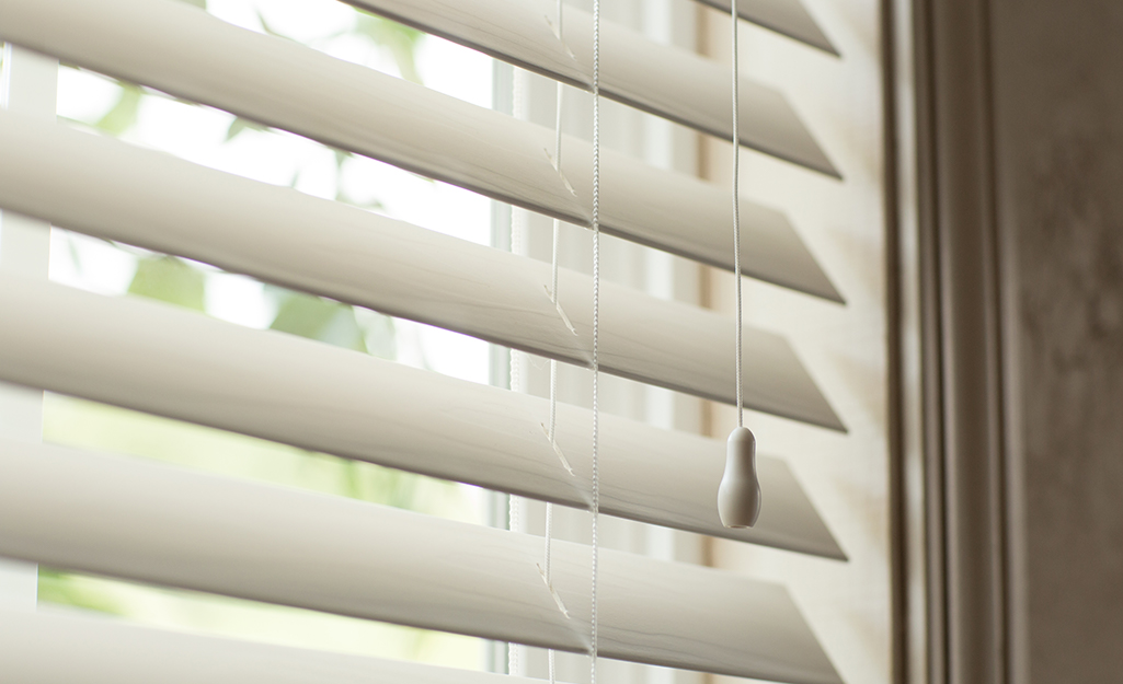The smart cord pull stays the same length as it is used to operate blinds.