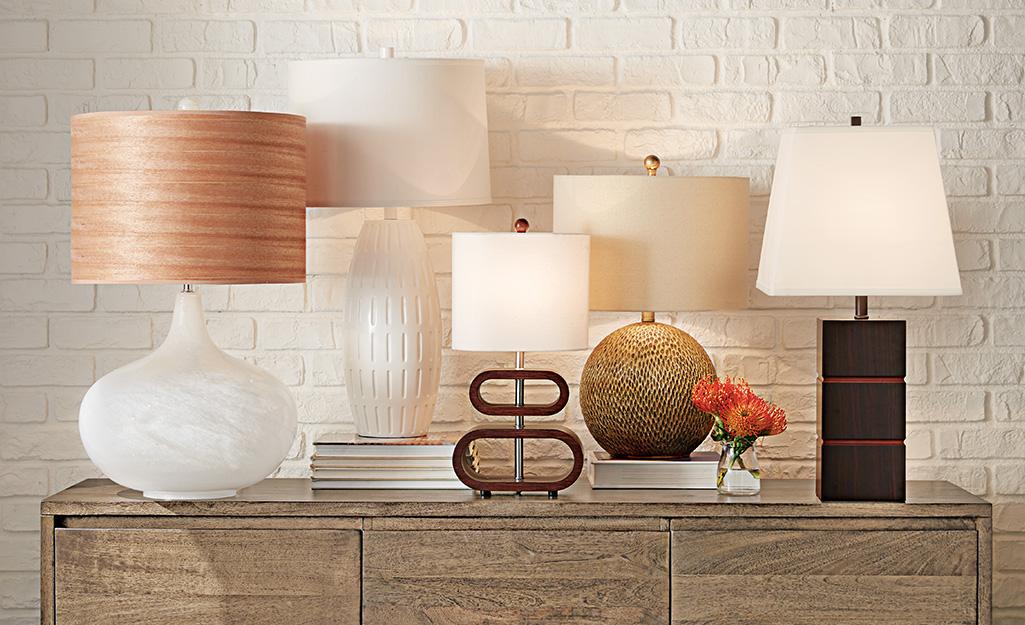 Nhiều loại bóng đèn và hình dạng đèn.
