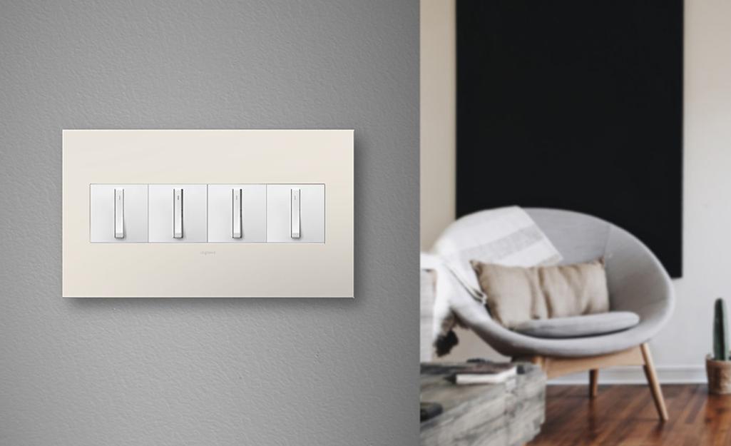 Bật tắt công tắc đèn bằng tấm tường jumbo 4-gang.