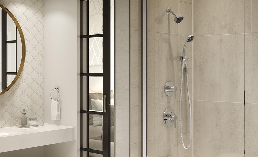 Phòng tắm có góc tắm vòi sen mở với nhiều vòi sen.