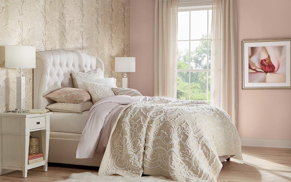 Giấy dán tường dùng để tạo điểm nhấn cho bức tường phòng ngủ.