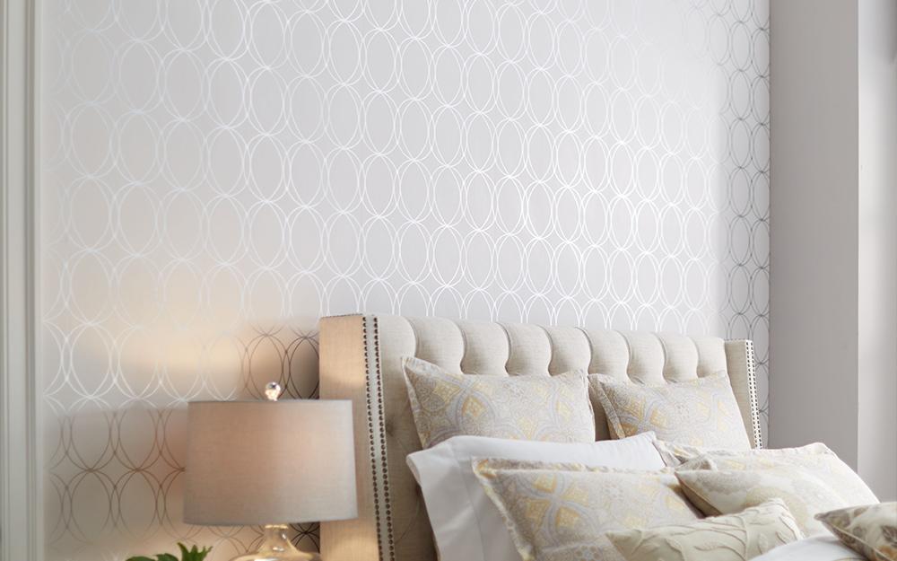 Một mô hình được sử dụng trên giường như một điểm nhấn tường cho phòng ngủ.