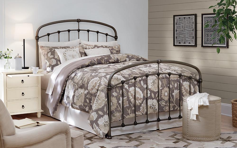 Một bức tường tạo điểm nhấn bằng gỗ trong phòng ngủ.