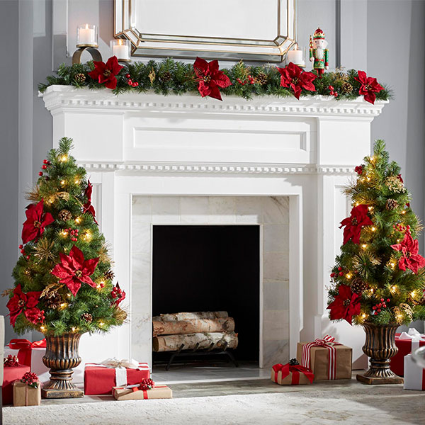 Elegant And Neutral Christmas Foyer: Christmas Decorating Ideas